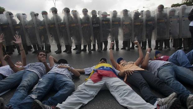 Venezuela: ¿golpes y guerras?  La simulación de la guerra fría o Maduro no es Allende