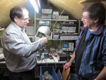 Gerard Auvray y Juan José Díaz Infante en el taller/desván de París.