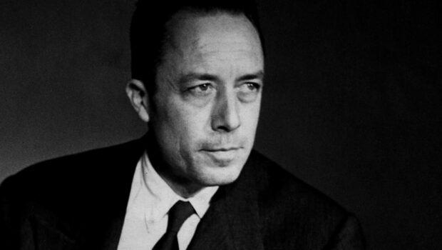Las primeras ediciones en español de La peste y El extranjero, de Albert Camus