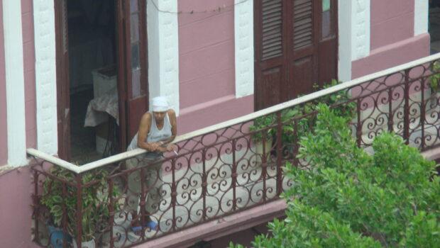 Por el cubano en la calle, con dolor