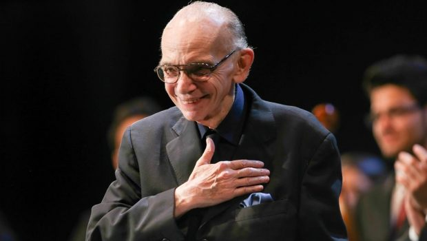 Alabado y cuestionado: José Antonio Abreu y el sistema de orquestas de Venezuela